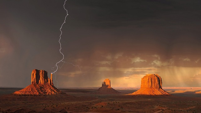 Lighting in the desert - Monument Valley